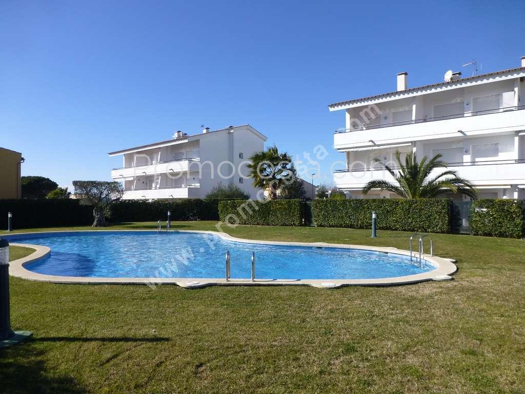 L 39 escala apartment overlooking the communal pool Second hand swimming pools for sale