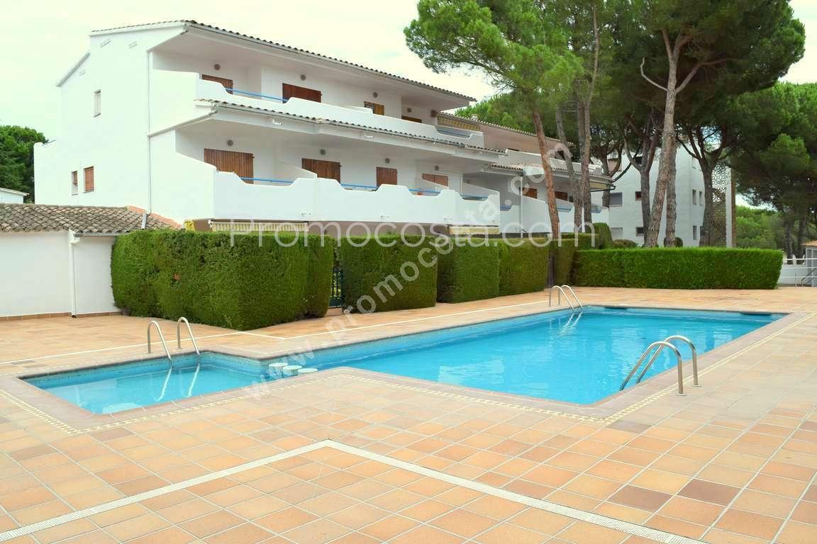 l 39 escala estudio moderno con piscina cerca de la playa