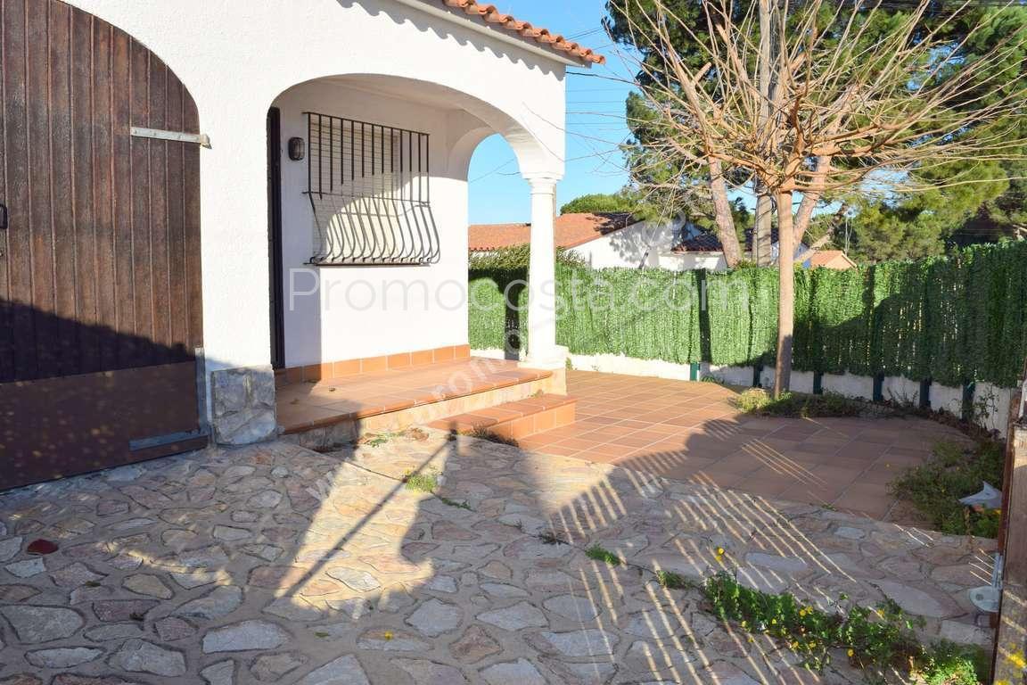 L 39 escala maison avec jardin priv et piscine for Casa y jardin abc color