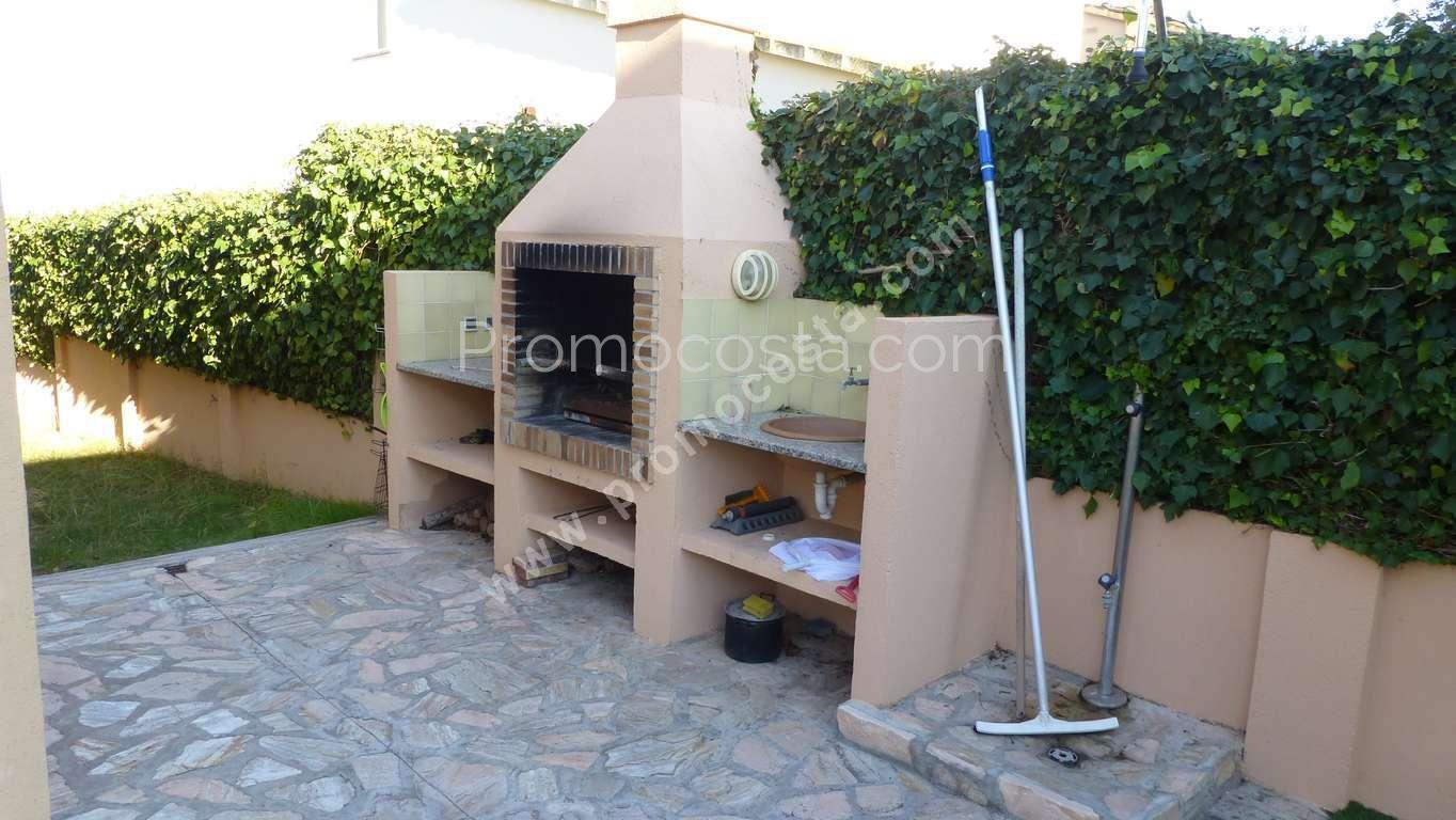 L 39 escala maison individuelle avec jardin et piscine for Casa y jardin abc color