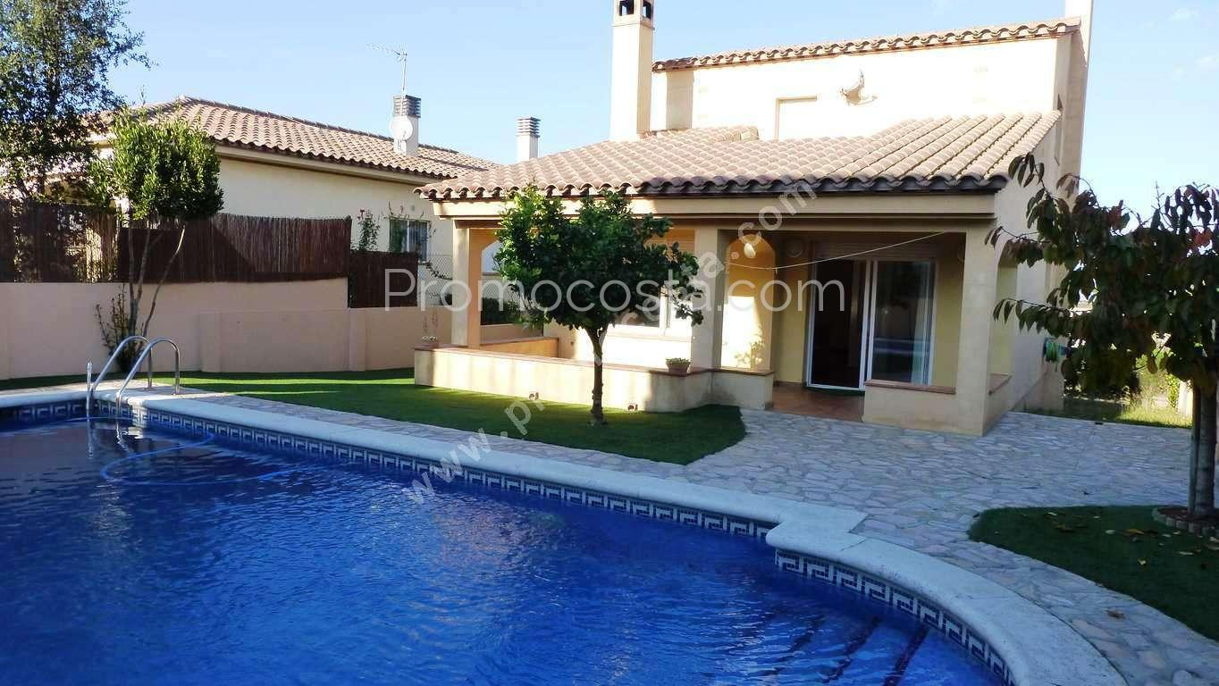 L 39 escala maison individuelle avec jardin et piscine priv e for Construction piscine 972