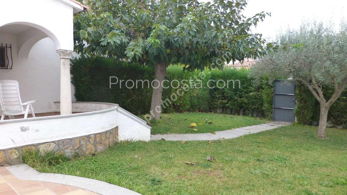 L 39 escala maison avec piscine et jardin priv for Casa y jardin abc color