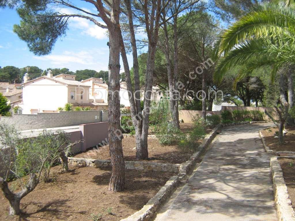 L 39 escala maison avec jardin et piscine priv e for Casa y jardin abc color