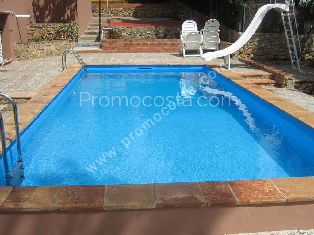 L 39 escala maison avec jardin et piscine priv e for Construction piscine 972