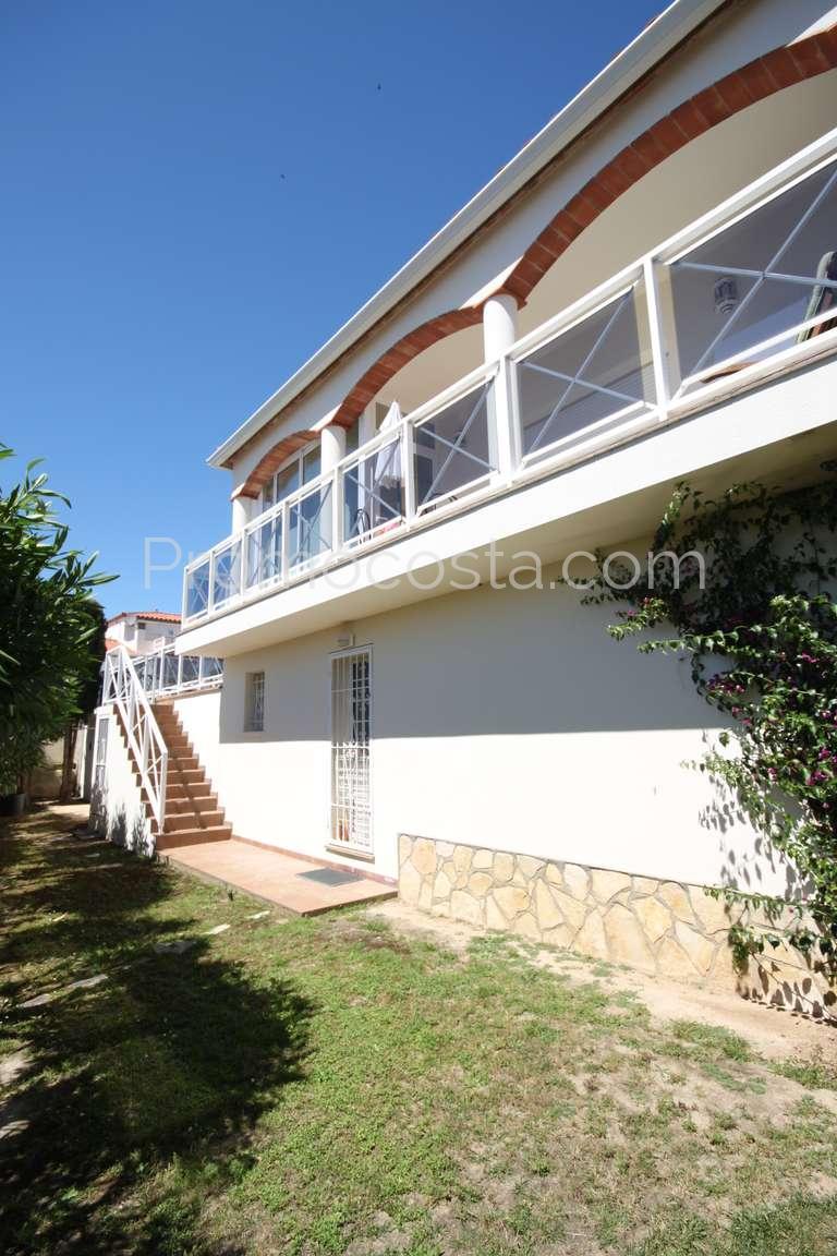L 39 escala belle villa en parfait tat avec jardin et for Villa avec jardin et piscine