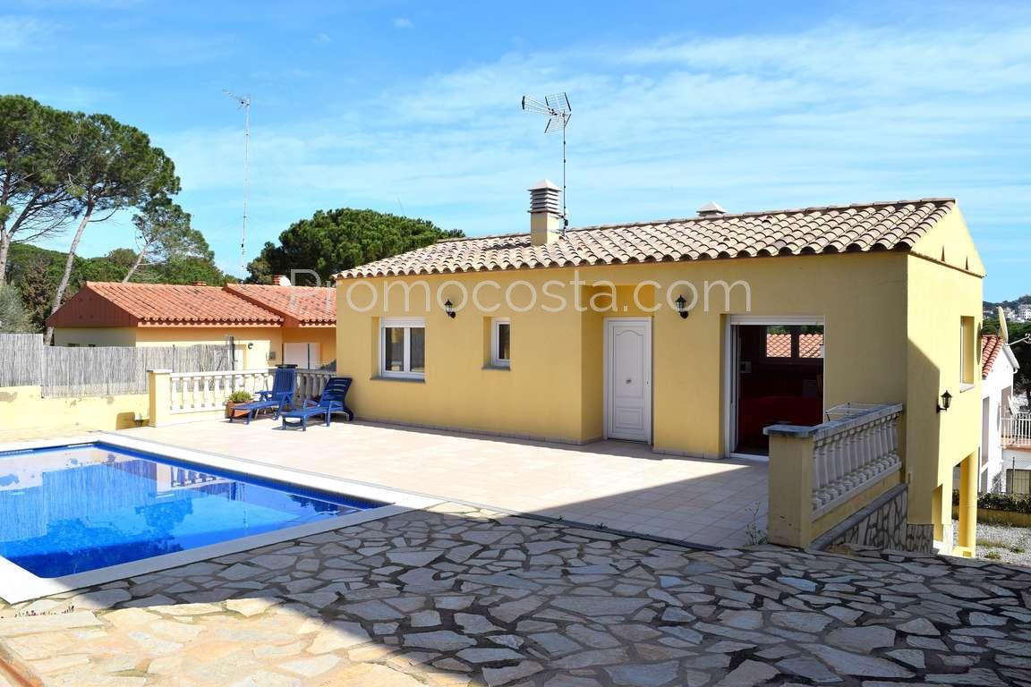 L 39 escala bonita casa con jard n y piscina privada for Piscina y jardin 2002 s l