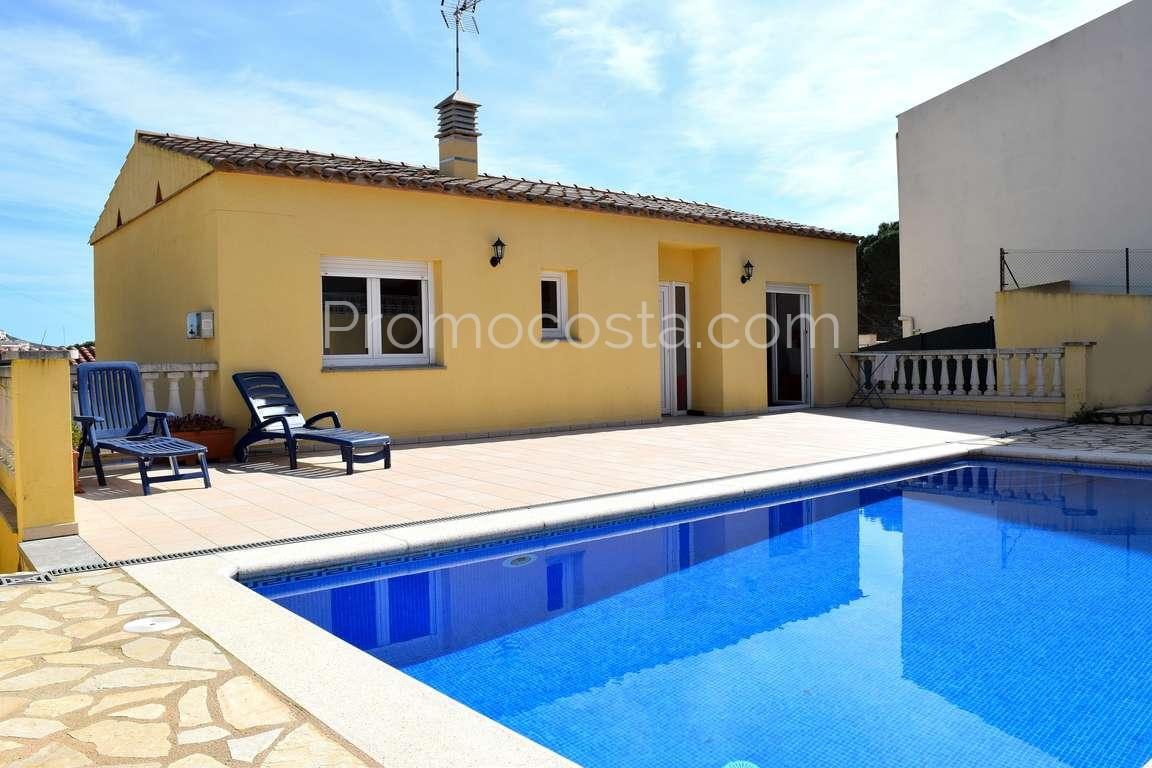 luescala bonita casa con jardn y piscina privada