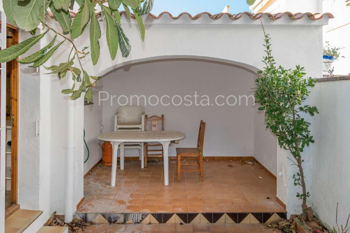 l 39 escala agr able maison avec patio et garage tr s proche de la plage. Black Bedroom Furniture Sets. Home Design Ideas