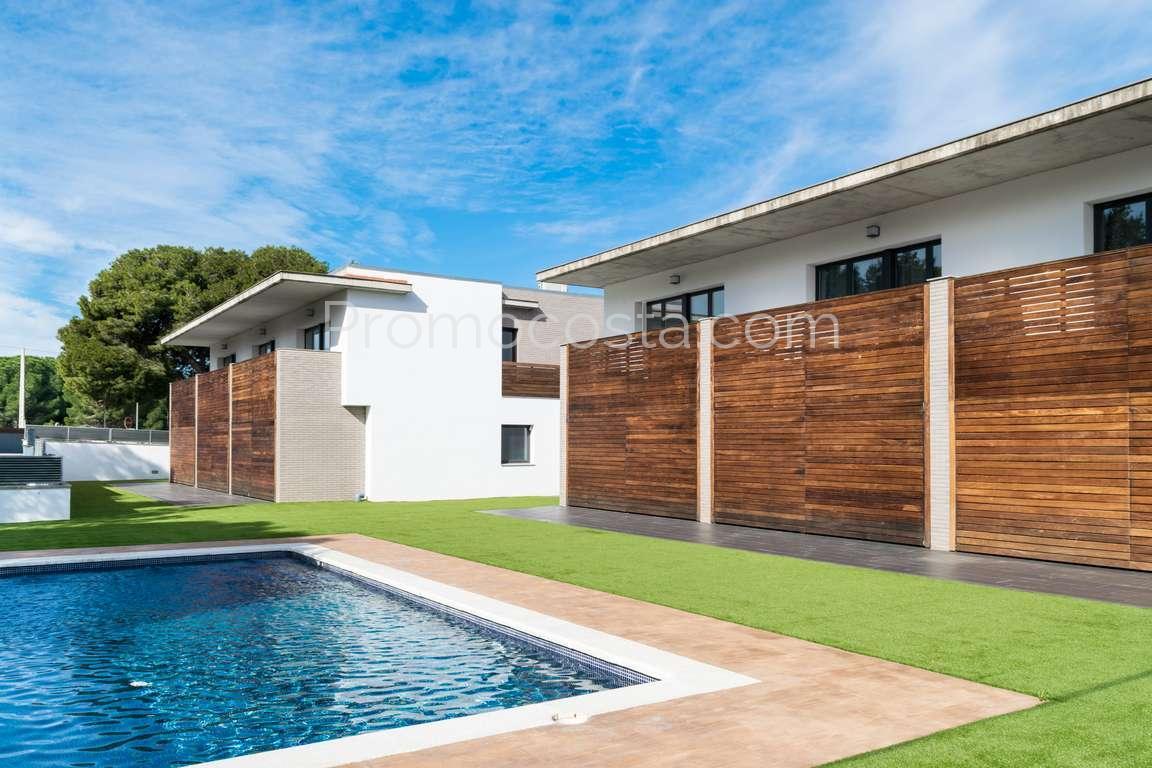 Casa com piscina moderna casa a medida con una gran for Piscina moderna