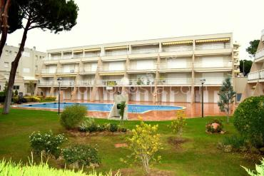L'Escala - With community pool, 300m from the beach