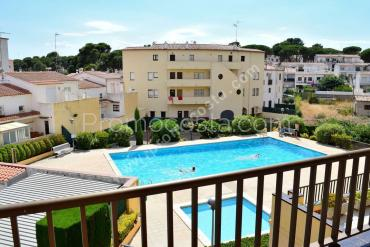 L'Escala - Spacious apartment with pool 100m from the beach