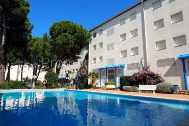 L'Escala - Apartment with community garden and pool