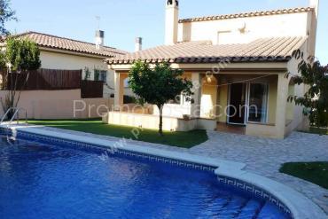 L'Escala - Casa independiente  con jardin y piscina privada