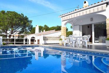 L'Escala -  Casa amb piscina privada a uns 600m de la platja