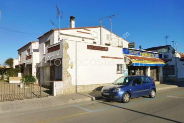 L'Escala - House located  50m from the Riells beach