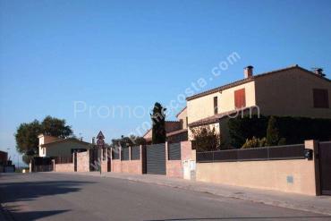 Bellcaire - Casa de planta baja con jardín privado