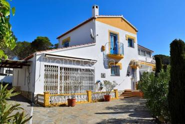 L'Escala - House with private garden and indoor pool