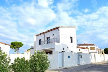 L'Escala - Casa amb piscina comunitària i garatge privat