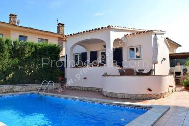 L'Escala - Nice renovated house with private pool