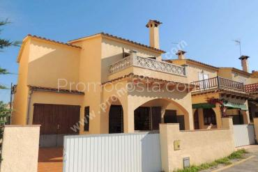 L'Escala - House located 10m from the beach of Riells