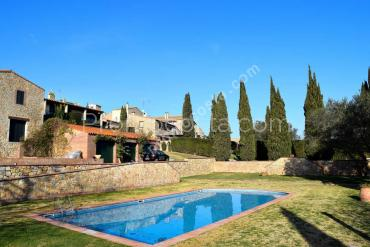 Albons - Special rustic house with swimming pool and garden