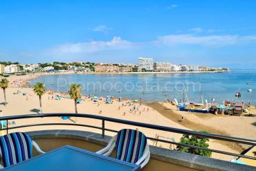 L'Escala - Apartment situated on the 1st line of the sea, with community pool