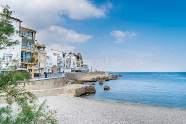 L'Escala - Exclusive apartment with private garage, 20m from the beach of the Old Town .
