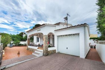 L'Escala - Casa independiente con garaje y piscina comunitaria