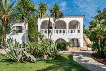 L'Escala - Casa con un gran jardín privado, piscina y vistas despejadas