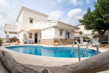 L'Escala - Casa con jardín y piscina en Puig Sec