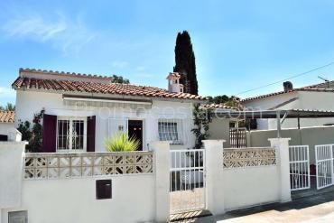 L'Escala - Independent ground floor house with garden