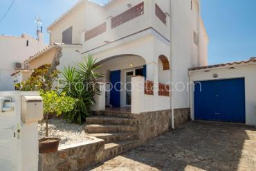 L'Escala - Casa muy agradable con jardín y garaje ,cerca de la playa