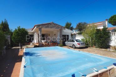 L'Escala - Maison de plain pied avec piscine privée et garage