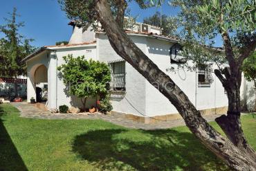 L'Escala - Casa independent de planta baixa amb jardí privat, piscina comunitària i garatge