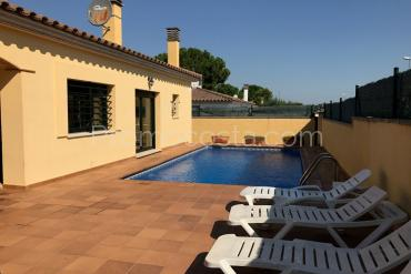 L'Escala - Independent ground floor house with private swimming pool