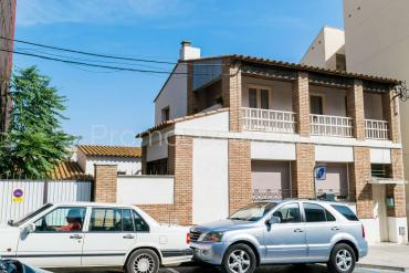 L'Escala - Big central house with patio and garage, ideal investment