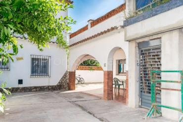L'Escala - House with a large patio and parking only 50m from the beach of Riells .