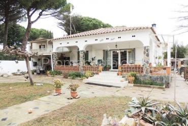L'Escala - Ground floor house with private garden