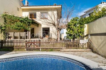 L'Escala - House with garden and private pool only 500m from the beach
