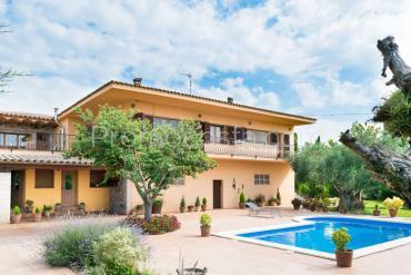Albons -  Grande maison rustique avec piscine privée et beaucoup de terrain