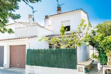 L'Escala - House with garden and garage 500m from the beach