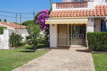 L'Escala - Casa esquinera con jardín privado