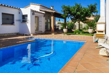 Ventalló-Mas Gros - Casa con piscina y jardín en Mas Gros