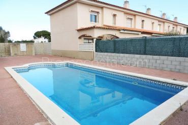 L'Escala - Casa con jardín privado y piscina comunitaria