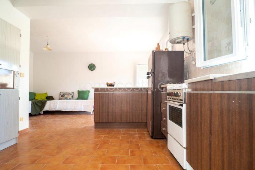 L'Escala, Casa con jardín privado distribuida en 2 viviendas