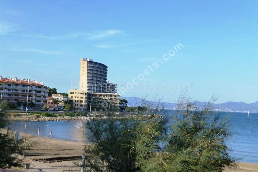 L'Escala, Riells beach-sea views