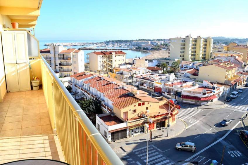 L'Escala, Riells beach with sea view