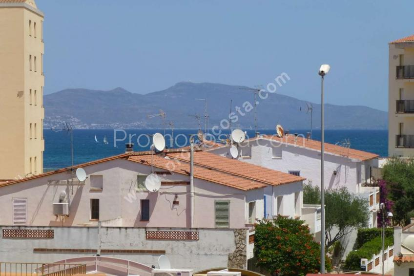 L'Escala, Apartment located at 100m from the sea