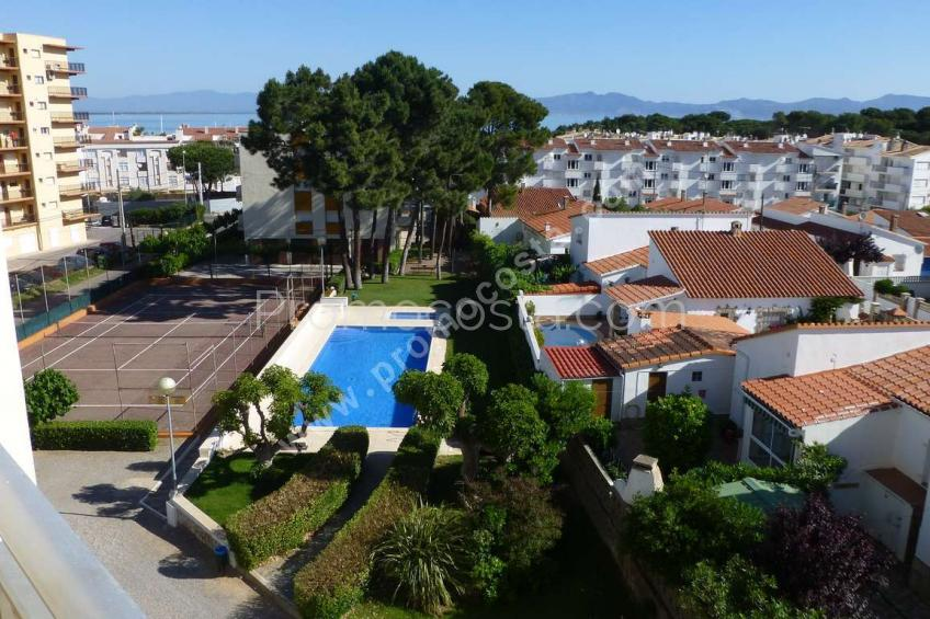 L'Escala, Beautiful apartment situated 50m from the sea