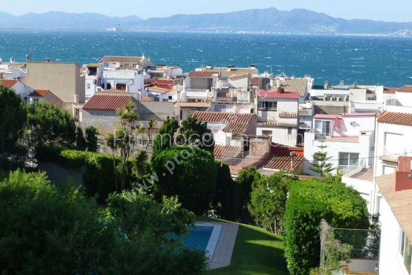 L'Escala, Old Town-Apartment at 200m from the sea